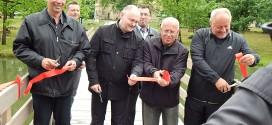 Otevřeli novou lávku k Janohradu a křtili Výletní noviny LVA 2015